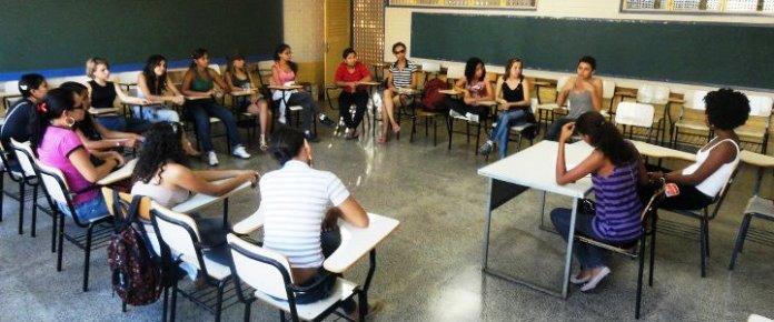Movimento estudantil defende a autonomia e empoderamento das jovens estudantes. Acima,  secundaristas no GD de Mulheres durante o 13° Coneg da UBES/2011.