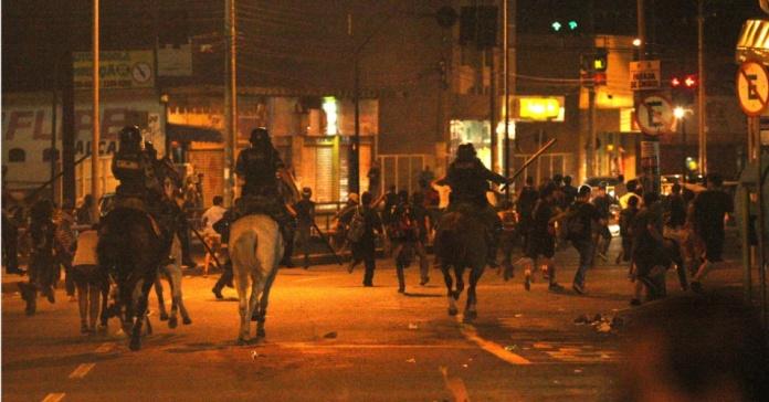 ESTUDANTES DE GOIÂNIA CONDENAM TRUCULÊNCIA DA POLÍCIA EM PROTESTO